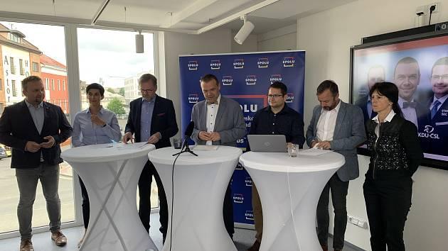 Tisková konference koalice SPOLU v Plzni.