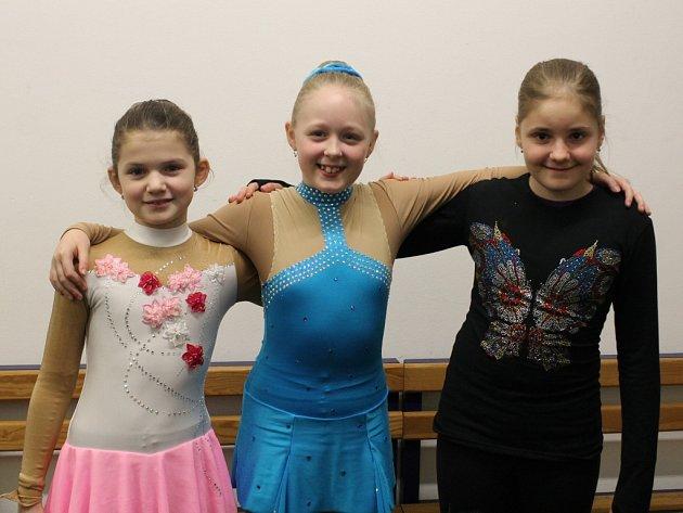 Plzeňské krasobruslařky (zleva) Lucie Adamcová, Denisa Němcová a Kristýna Březinová