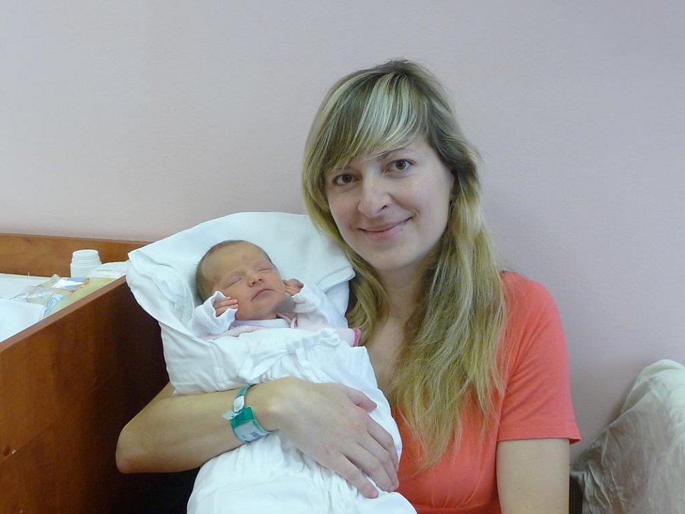 Kristýnka (2,62 kg, 47 cm) se narodila 21. listopadu v 8:26 ve FN v Plzni. Na světě ji přivítali maminka Lucie Radová a tatínek Jiří Slach z Plas. Doma se na sestřičku již těší bráška Jakub (3)