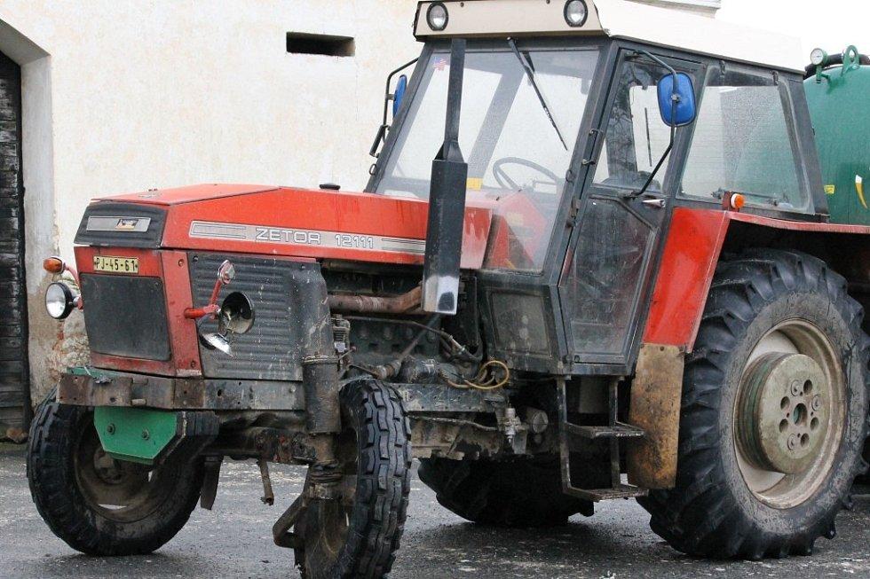 Nehoda vlaku a traktoru v Hradci u Stoda