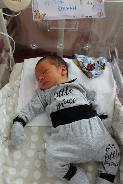 Patrik Štefan (3260 g, 49 cm) se narodil 27. června v8:32 vplzeňské FN Lochotín. Na světě ho společně přivítali rodiče Lenka a Filip z Blovic. Doma na brášku čekali Tomáš (10) a Marek (2,5).