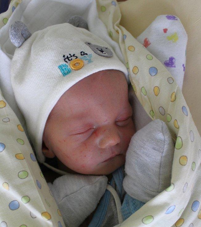 Jonatan Filip se narodil 20. října v 0:30 mamince Magdě a tatínkovi Lubošovi z Plzně. Po příchodu na svět v plzeňské porodnici U Mulačů vážil jejich prvorozený synek 3510 gramů a měřil 50 centimetrů.