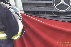 Tragická nehoda v Plzni U Práce, kde kamion usmrtil slepého chodce.