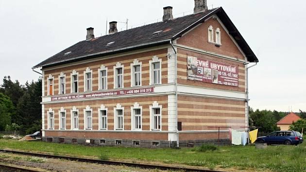 Ubytovna u nádraží, kde bydlel vrah, který ubodal osmadvacetiletou knihovnici po hádce o čtenářský průkaz.