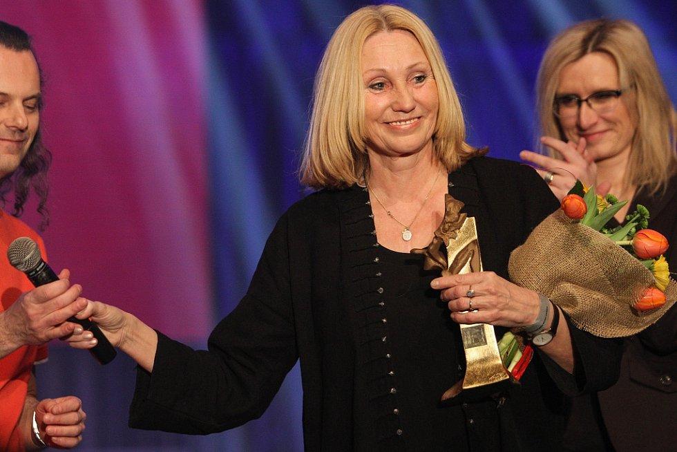 Cenu za film převzala Olga Sommerová