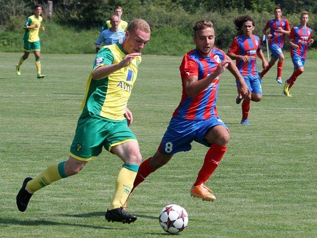 Starší dorostenci Viktorie Plzeň (s č. 8 Václav Kule) zahájili své účinkování na víkendovém Memoriálu Stanislava Štrunce výhrou nad anglickým Norwich City 3:0