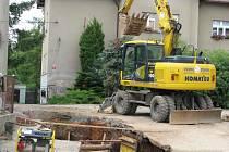 Na spojnici Dělnické a Lochotínské ulice se  musí kanalizace znovu předělávat