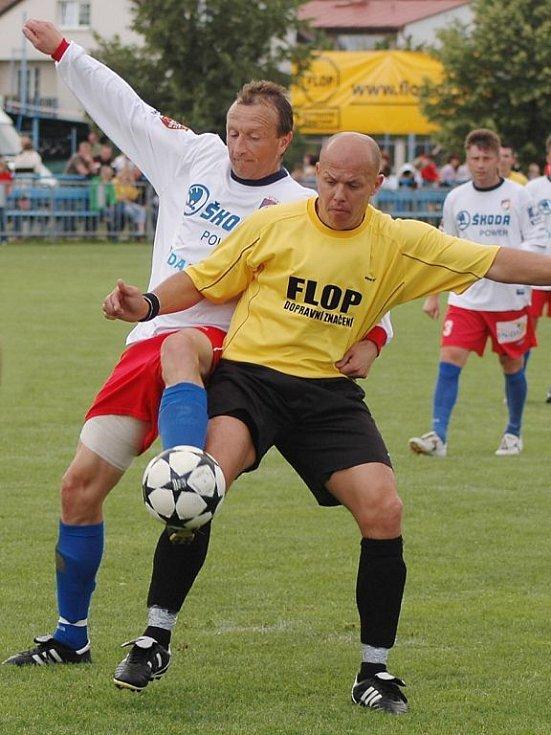 Fotbalisté Města Touškov rozšiřují počet kmenových hráčů A týmu. Na opakovaný přestup z Líní získali Jana Fürbachera (vpravo)
