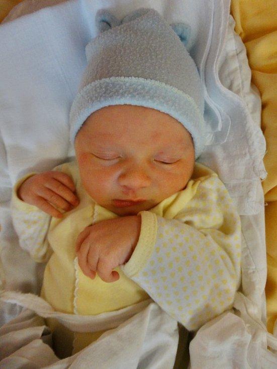 Šimon Šedivý se narodil 28. listopadu ve 12:57 rodičům Andree a Jiřímu zPlzně. Po příchodu na svět ve FN vážil bráška čtyřleté Šarlotky 3750 gramů.
