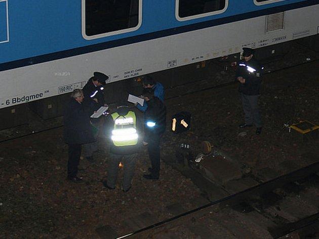 Vlak usmrtil v pátek večer u nádraží v Plzni na Jižním předměstí člověka