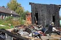 V neděli po jedenácté hodině neznámý pachatel zapálil kůlnu a skládku s odpadky. Nevznikla sice žádná větší škoda, ale v sousedních kůlnách mají lidé uložené propan – butanové bomby, které už by mohly způsobit větší škody