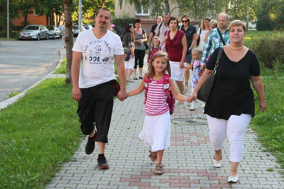 Tatínek Jiří a maminka Petra si nemohli velký den své dcery nechat ujít. Do školy proto vyrazili všichni společně.