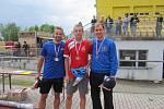 Nejrychlejší muži v běhu na 100 m s překážkami. Zleva Petr Grassl, skončil druhý, uprostřed vítěz Dominik Soukup a vpravo 3. nejúspěšnější David Dopirák.