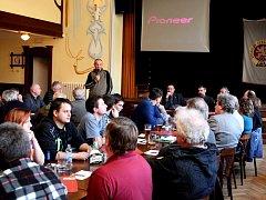 Karel Nauš, generální sekretář motocyklového sportu v Autoklubu České republiky, vysvětlil přítomným zákulisí současných tahanic        v motocyklovém sportu v České republice