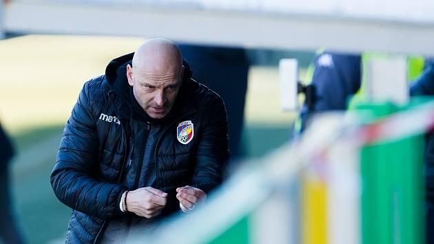 Trenér Adrian Guľa během nedělního zápasu v Mladé Boleslavi.
