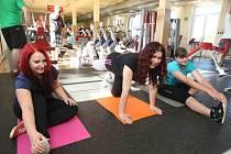Účastnice projektu Hubneme s Deníkem do plavek Barbora Zemanová, Ivana Králová a Monika Hauzrová při jedné z návštěv fitcentra KWK Fit v Plzni na Doubravce
