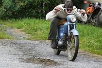 V Bezvěrově na Plzni-severu se v sobotu 22. srpna 2009 konala vůbec poprvé soutěž na malých motocyklech, tzv. fichtlech. Akce s názvem The fichtl tour 2009 se zúčastnilo 33 jezdců. Nejmladšímu závodníkovi Petru Kasalovi bylo pouhých šest let.
