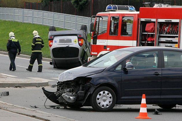 Nehoda dvou osobních aut na křižovatce ulic Plaská a Studentská v Plzni