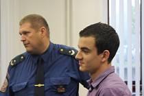 Nikolaj Ivanov Simeonov (21) si dnes 9.10. vyslechl rozsudek. Čeká ho 3 roky a 4 měsíce vězení a 8 let vyhoštění ze země. Rozhodnutí soudu ale není pravomocné. Obhajoba i státní zástupce si ponechali lhůtu na odvolání.
