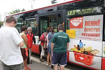 Místo tramvaje č. 1 jezdí z náměstí Milady Horákové náhradní autobus 1A. Jeho odjezdy nenavazují na příjezdy trolejbusů číslo 13. Počítejte také s delšími intervaly z důvodu prázdninového provozu. Cestu do centra urychlí trolejbus č. 13, který už zase pro