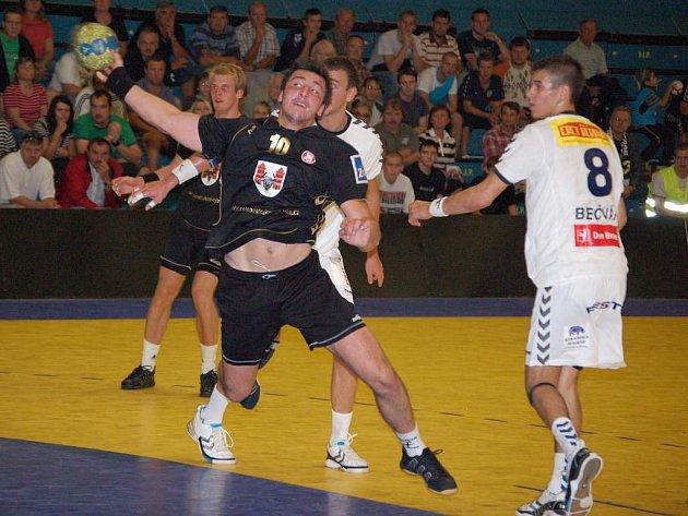 Nejlepším střelcem plzeňského celku byl v nedělním utkání v Přerově Roman Bečvář (vpravo). Do sítě extraligového nováčka nasázel tento juniorský reprezentant deset branek