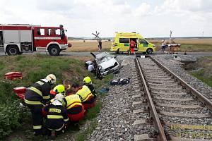 Srážka motorového vlaku a osobního auta u Kamenného Újezdu.