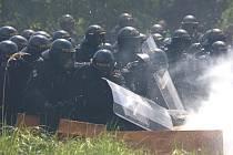 Nácvik policie proti extremistům