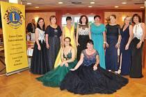 """Pod názvem """"Tancem do léta"""" proběhl poslední májový večer již 22. ročník GARDEN PARTY, kterou uspořádal Lions Club Plzeň Bohemia."""