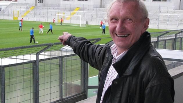 Ivan Bican se včera vrátil na stadion v Mnichově, kde před 42 lety vstřelil gól legendárnímu Seppu Meirovi. Na snímku ukazuje branku, do které se tehdy trefil