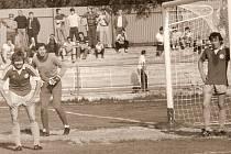 Opory Škody Plzeň v osmdesátých letech. Zleva Miloš Paul, Václav Lavička a střelec gólu proti Slavii Eduard Kubata. Všichni tři letos oslavili pětapadesátiny
