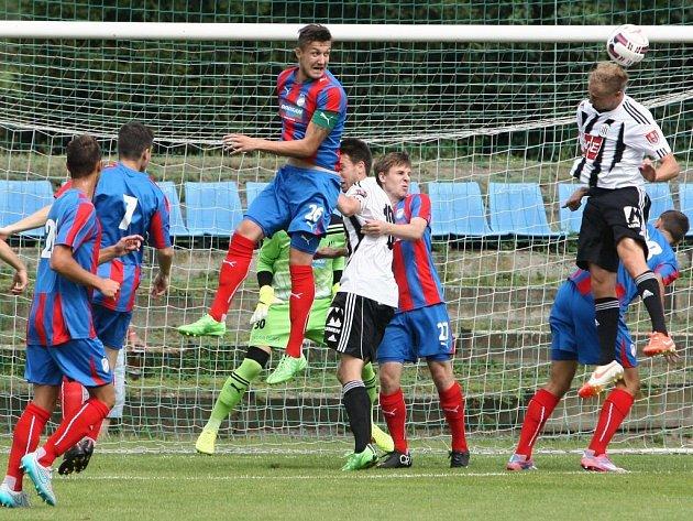 Fotbalisté juniorky Viktorie Plzeň porazili na domácím trávníku v Luční ulici České Budějovice 3:1