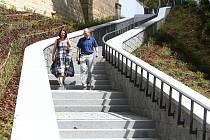 Nové schodiště spojující Mikulášské náměstí s nábřežní stezkou u Radbuzy pro cyklisty a pěší.