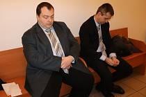 Václav Šampalík (vlevo) s advokátem u soudu.