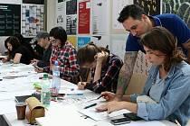 Ilustrátor Kurt van der Basch na workshopu pro mladé kreativce