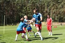 13. ročník letní fotbalové školy Petra Čecha začal úvodními tréninky ve Zruči u Plzně.