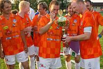 Fotbalisté Spartaku Chrást získali potřetí v řadě krajský pohár