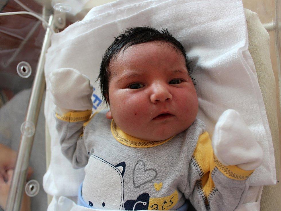 Stanislav Čubirko se narodil 4. listopadu v 9:19 rodičům Petře a Stanislavovi z Chebu. Po příchodu na svět ve Fakultní nemocnici v Plzni vážil bráška Viktorie a Vivien 3980 gramů a měřil 52 centimetrů.