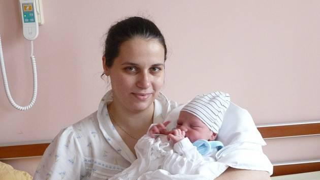 Maminka Mária Halajová a tatínek Tibor Kováč z Plzně se radují z narození Leonarda (3,35 kg, 50 cm). Jejich prvorozený chlapeček přišel na svět 18. listopadu v 19:33 ve Fakultní nemocnici v Plzni