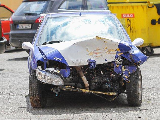 Čelní střet dvou osobních aut v Lobzích