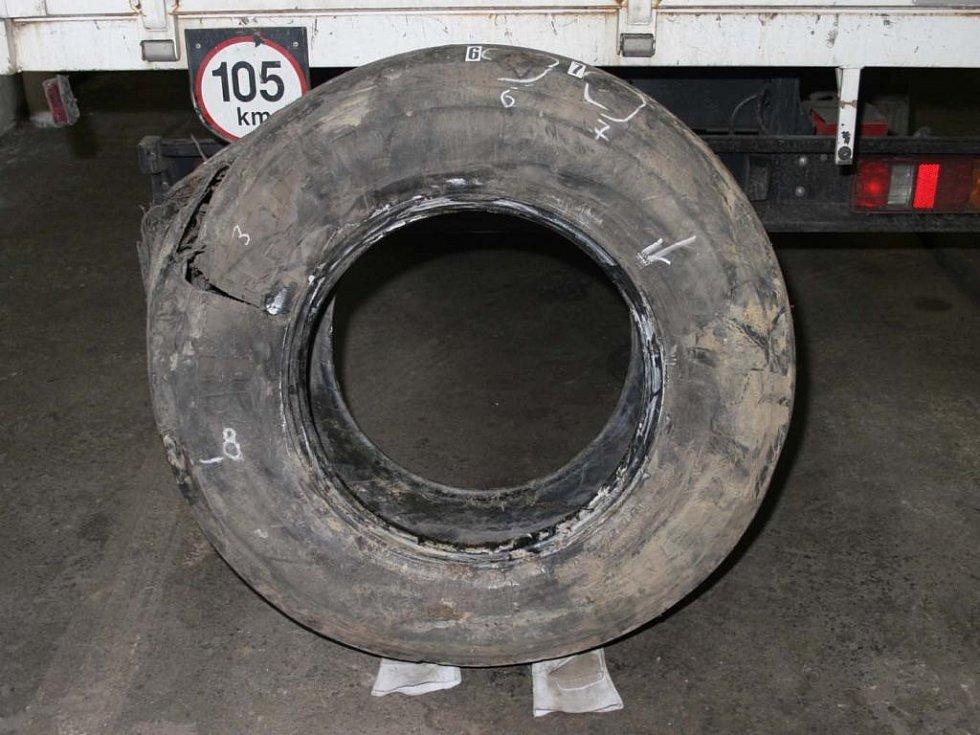 Pravděpodobná příčina nehody - defekt přední pneumatiky