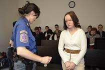 Ženě, která hodila miminko do kontejneru, navrhla obžaloba 15 let