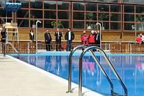 Venkovní bazén v Plzni na Lochotíně