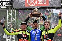 Trio nejlepších jezdců z letošní Pavé Tour, zleva druhý Jan Nesvatba, vítěz Martin Boubal a třetí Šimon Vaníček.