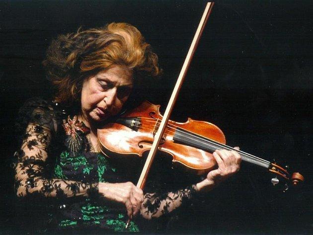 Světová houslistka, osmdesátiletá Ida Haendel je dominantní uměleckou osobností 8. ročníku cyklu Hudba v synagogách plzeňského regionu