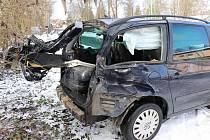 Nehoda osobního auta a regionálního vlaku v Třemošné.