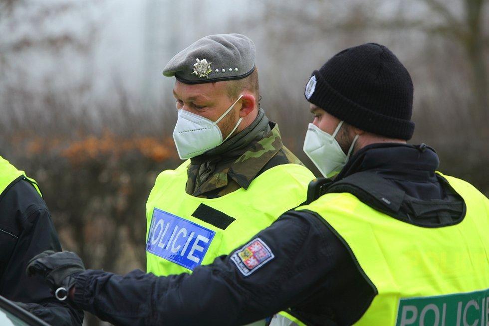 Policejní namátkové kontroly na výjezdu na Třemošnou