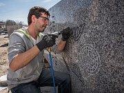 Obnova památníku v Plzni finišuje, pylony se brzy vrátí na Americkou