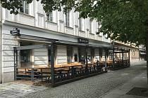 Srdcovka Corso se nachází v centru Plzně, v Kopeckého sadech. Nabízí pivo z tanku.