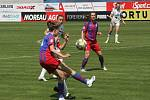 Fotbalistky Slovácka (bílé dresy) v poslední domácím zápase letošní sezony hostily čtvrtou Plzeň.