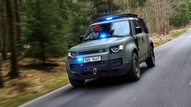 Nový prototyp vozu Land Rover Defender 110 v úpravě pro službu u policejních a armádních složek představila plzeňská společnost Dajbych, specialista na úpravy terénních vozů.